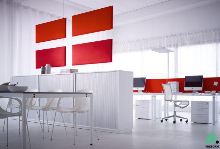 Bildergalerie mit abgehängtem Raumteiler von Decampo in rot
