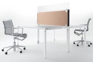 Tischaufsatzwand mit Glasaufsatz zum Infektionsschutz im Büro