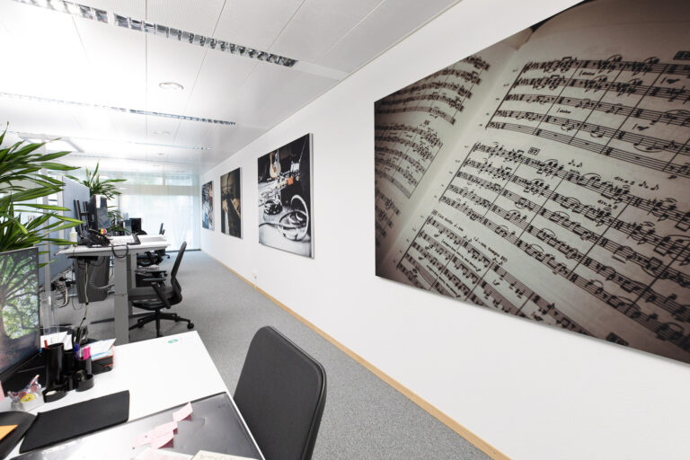 Referenz SUISA - Akustiklösungen für Ihr Büro mit Stellwänden und Schallabsorber Wand von Preform