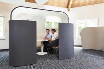 Decato Discreto als Raum in Raum Absorber für Mittelzonen in Großraumbüros oder für große Flächen