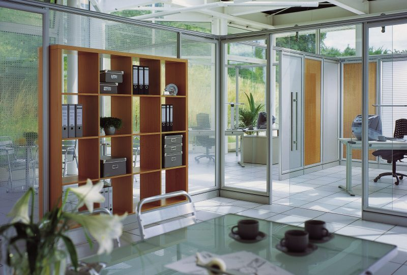 Modulare Bürokonzepte mit dem Raum in Raum Absorber Decato Struktur