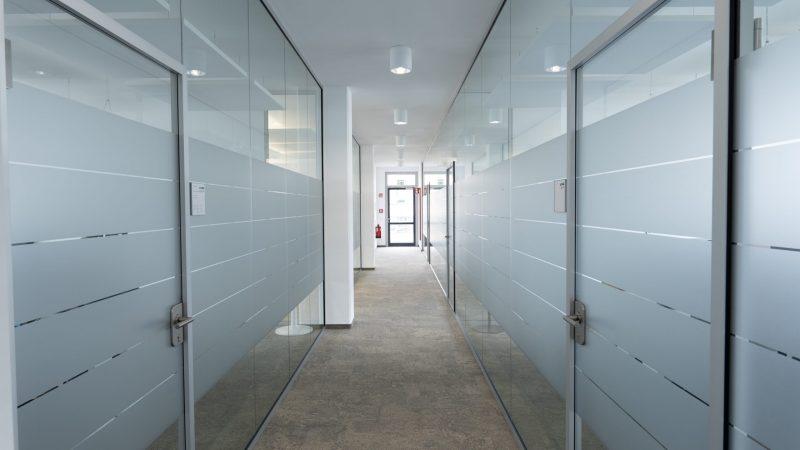 Glas Trennwand für Schallschutz im Büro PreGlass